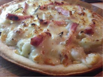 マッシュポテトのグラタンピザ