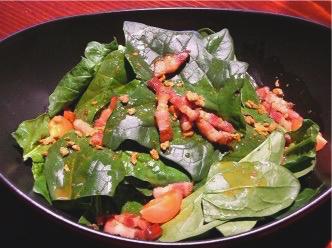 クリスピースモークベーコンとほうれん草のサラダ