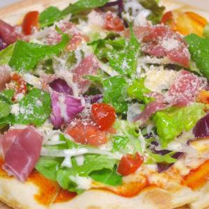 パルマ産生ハムのサラダピザ